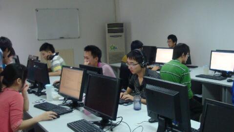 程序员调查:年薪普遍超30万 男性多半单身